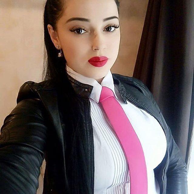 Elegancia y perfección en el uso de la corbata, mujeres con estilo y glamour, personalmente las mujeres vestidas elegantemente resaltan mucho mas y la corbata como accesorio la destaca inmensa mente  #tieday #tie #beatifull #blouse #woman #womanintie #ootd #corbata #blusa #mujer #elegancy #elegancia #lady #latinas #sexy #instachile_  #instafoto #instachile #models #moda #modelo #outfits #blusa #dandizette #corbatas #outfit #fashionistas #womeninsuits #savilerow #instavalpo #instachile...