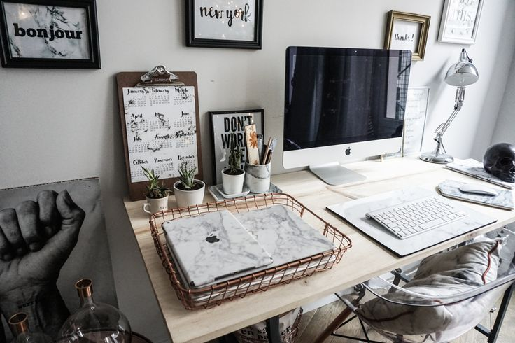 Mon bureau, c'est un peu l'endroit où je passe le plus clair de mon temps lorsque je suis dans mon appartement. Il est souvent caché dans une chambre, mais chez nous, la place la plus adaptée était le salon/salle à…