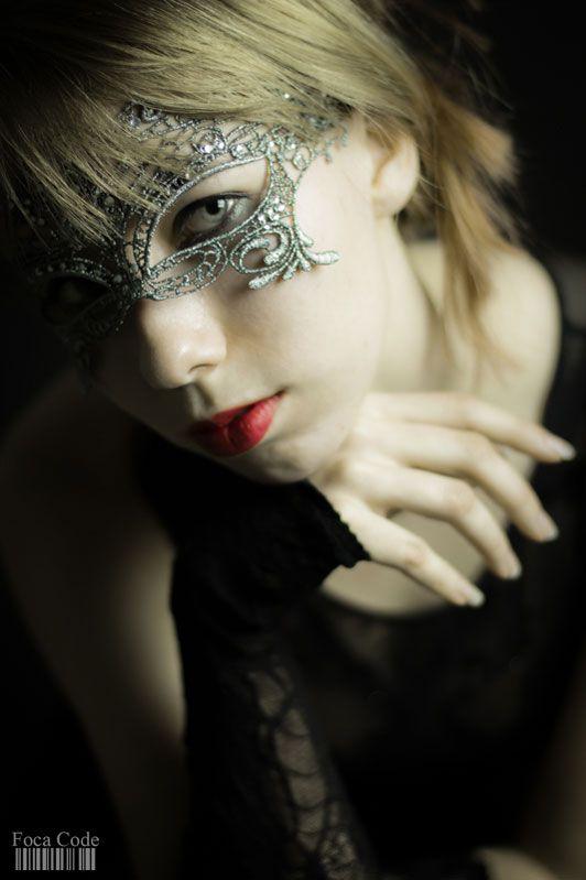 Tajemnicza kobieta. A mysterious woman.