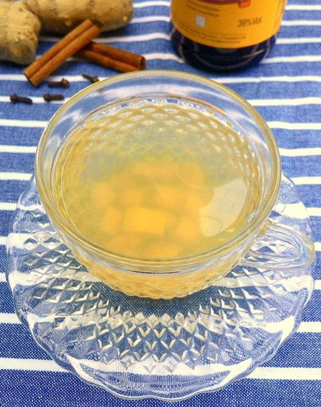 Quentão (bebida a base de cachaça com gengibre, canela e cravo)