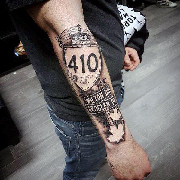 Top 50 Street Sign Tattoo Ideas Of 2019 Goosetattoo Tatuaje De La Mano Tatuajes Para Hombres Letreros De Calles