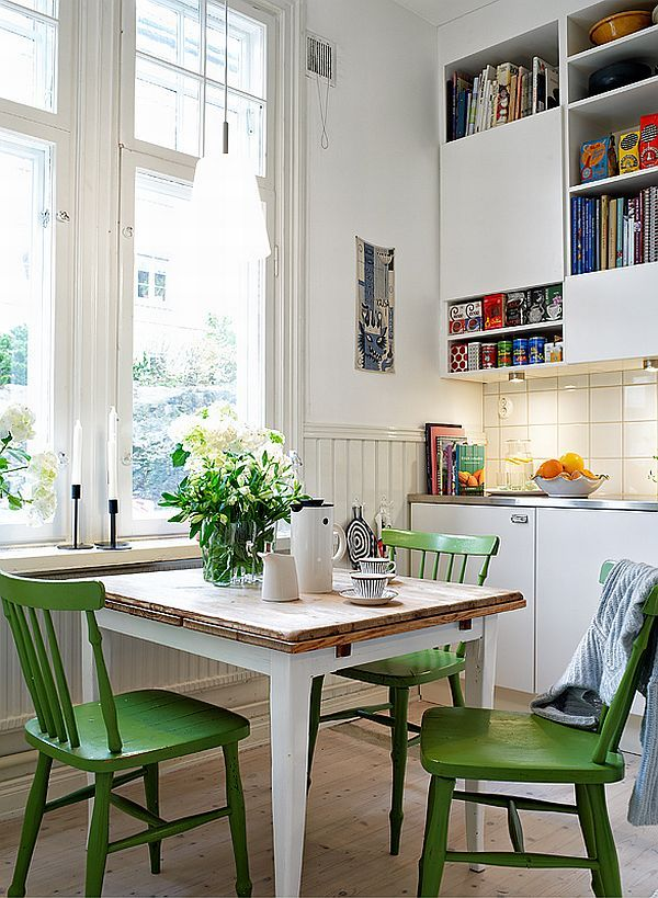 Plekje voor kookboeken in keuken??......Herb plants in the kitchen. Paint chairs uniform bright color. Maybe sharpie pattern and glaze
