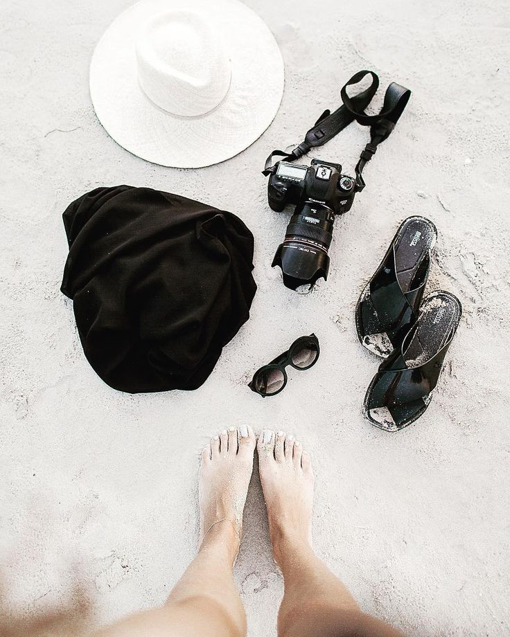 All of the essentials.  . . #beachbum #packingtips #summerday #cuyanaescape #canon5dmarkiv #travelmore