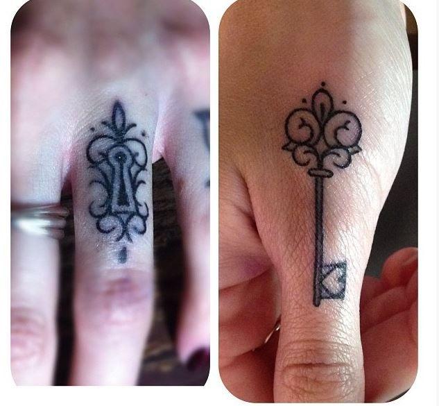 Tatuajes de alianzas en los dedos o ring tattoos - Tendenzias.com