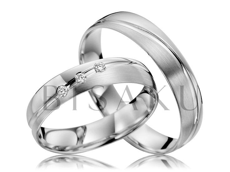 """R135 Tyto snubní prstýnky jsou určeny pro milovníky """"ladných tvarů"""". Ladnými tvary máme na mysli jemnou lehce zvlněnou linku, která se nenápadně klikatí po celém obvodu prstýnků a jako pomyslné koryto řeky, rozděluje matnou a lesklou část prstenů. #bisaku #wedding #rings #engagement #svatba #snubni #prsteny #palladium"""