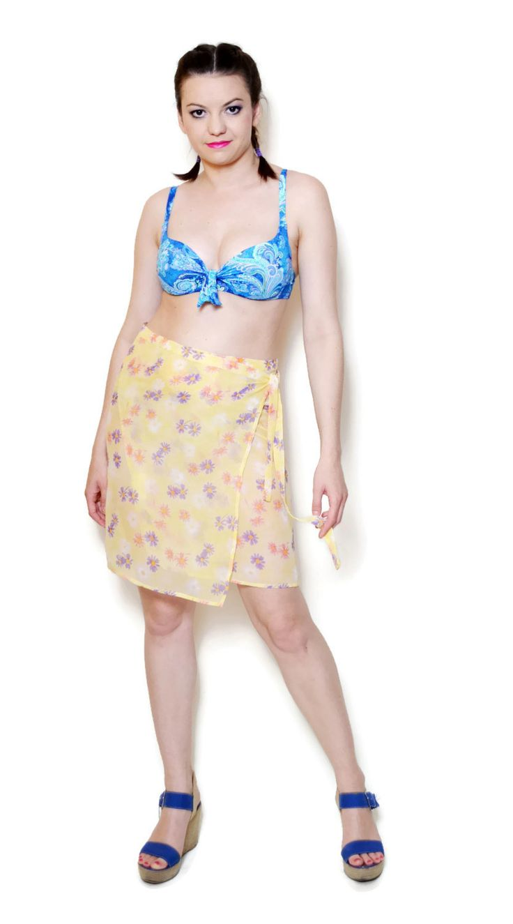 Vintage colorful beach pareo with beautiful floral pattern made by Hennes & Mauritz. The pareo can be regulated, so the measurements are not exact. The beachwear is see through.  The model on the pictures is size S/36 and 165 cm height. Please check measurements with your own to avoid problems with the size. Make sure you double the measurements where shown (*2):  Label size: XS/34- M/38 Total lenght: 49.5 cm / 19.5 inches Waist: 38 cm *2 / 15 inches *2 Hips: 43 c...