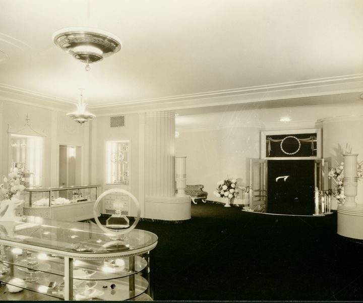 1933 Interior Of Max Factor Salon On Highland Ave In Hollywood Art Deco InteriorsVintage