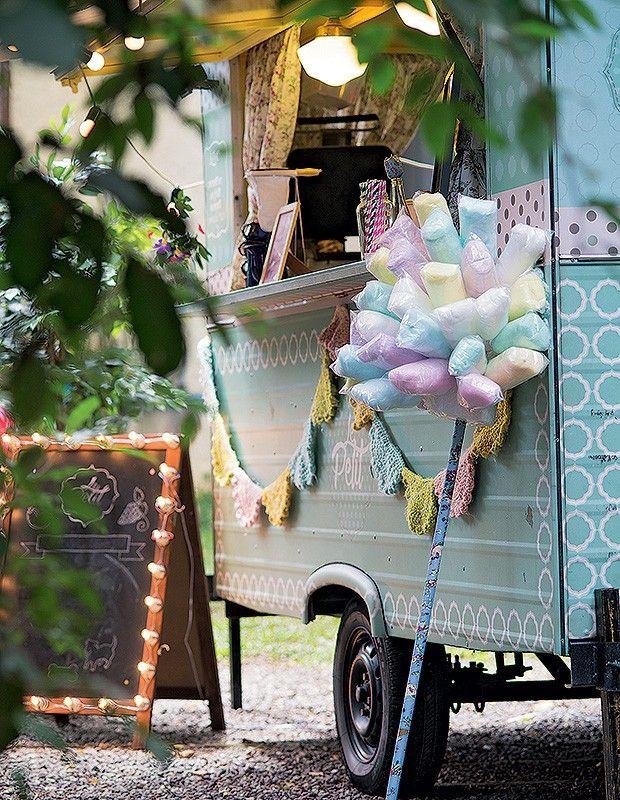 A festa teve até espaço para o algodão-doce ao lado do food truck, para quem quisesse se servir. Algodão-doce Tia Lala (Foto: Cacá Bratke/Editora Globo)