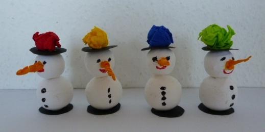 Schneemänner aus Wattekugeln - Weihnachten-basteln - Meine Enkel und ich - Made with schwedesign.de
