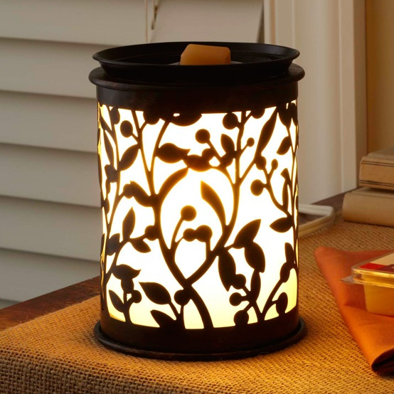 Add a personal touch and a wonderful aroma to any room with this BHG Botanical Glow Wax Warmer.