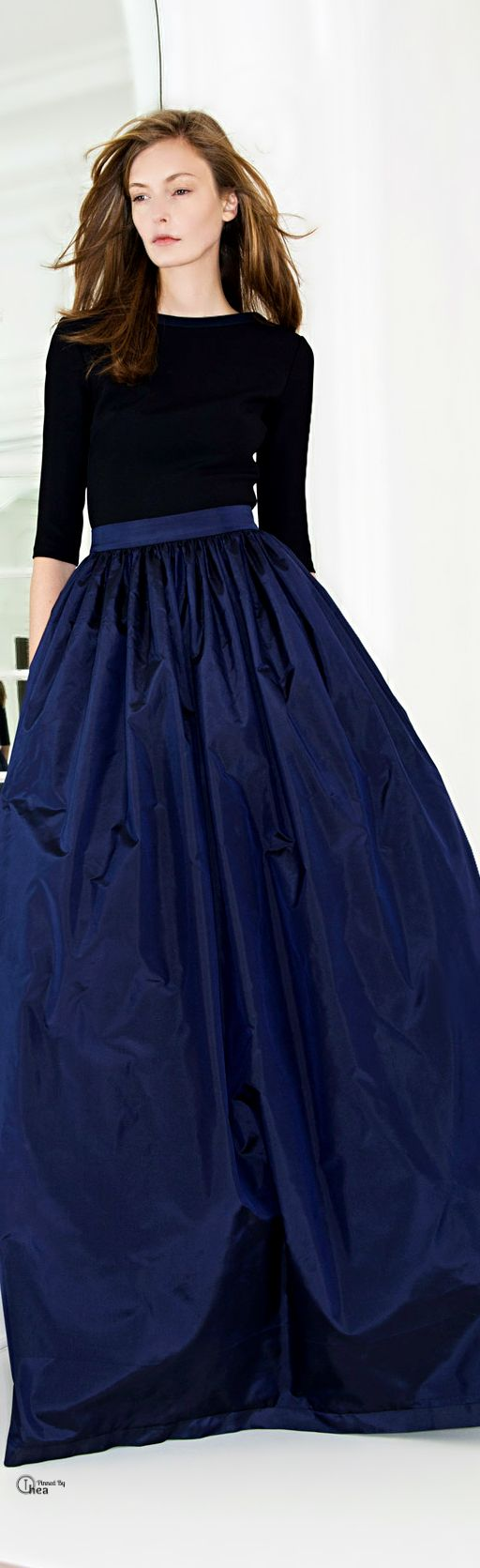 Martin Grant, f/w 2014./ I had this skirt in brown...wore it with a black sweater set :) and black brocade cowboy boots ! pearls ;)