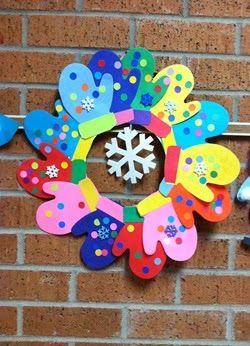 Mitten Wreath- so cute! For the 2's to make, and we put together to keep in the classroom (NAEYC)