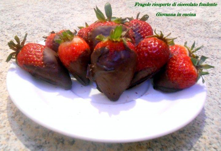Fragole ricoperte di cioccolato fondente