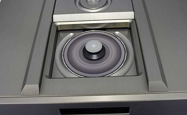 Výborný CD přehrávač, který ještě rozkvete při připojení externího napájení. To jsou nové stroje od Audionet.  Dojmy najdete v recenzi --> http://www.hifi-voice.com/testy-a-recenze/cd-prehravace-a-transporty/1289-audionet-planck
