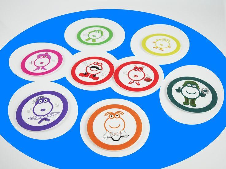 """Ideal para realizar actividades sobre mesa de luz. Igualmente adecuadas para ser utilizadas sobre mesa normal como material educativo. El uso de las figuras de metacrilato """"Pequeño Mozart"""" sobre mesa de luz aporta al niño una experiencia multisensorial, que le permite desarrollar sus capacidades cognitivas y sensitivas, con especial intervención de la percepción visual y capacidad de observación, cultivando la discriminación de colores y mejorando la capacidad motora. Conjunto de 8 piezas de…"""