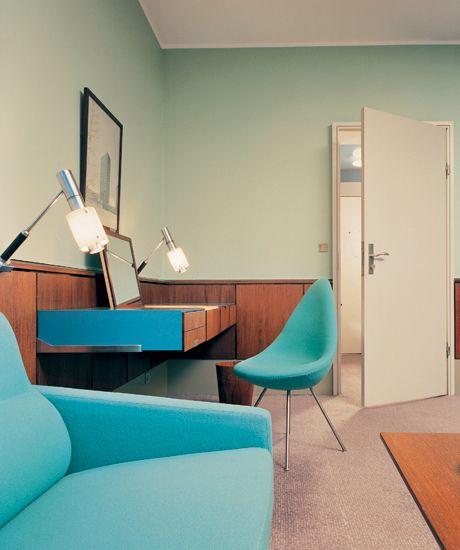Interieur van The Royal Hotel in Kopenhagen door Arne Jacobsen. #deens #design #arne #jacobsen