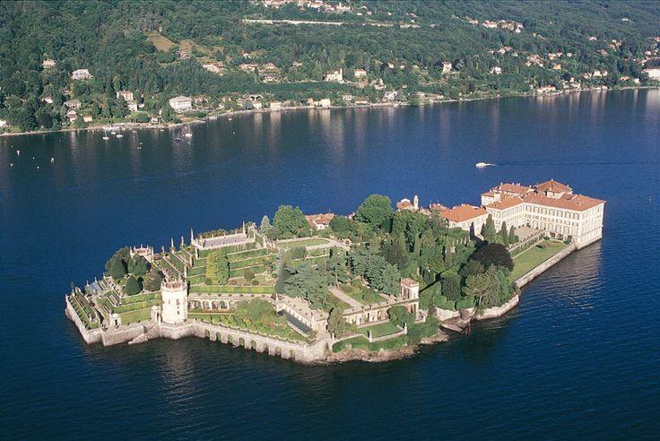 Isola Bella, Lago Maggiore, Italy, http://blog.topitalytravel.com/ #wonderfulgardens #amazingview #specialplaces #bestofItaly