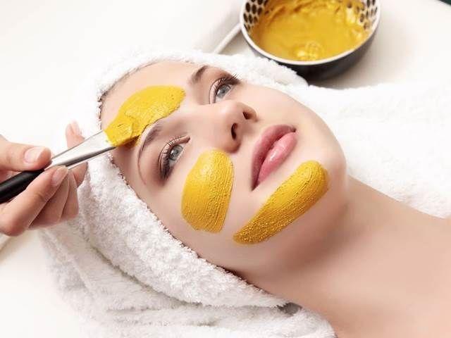 Obličejové masky z kurkumy. Jedna ingredience, spousta výhod