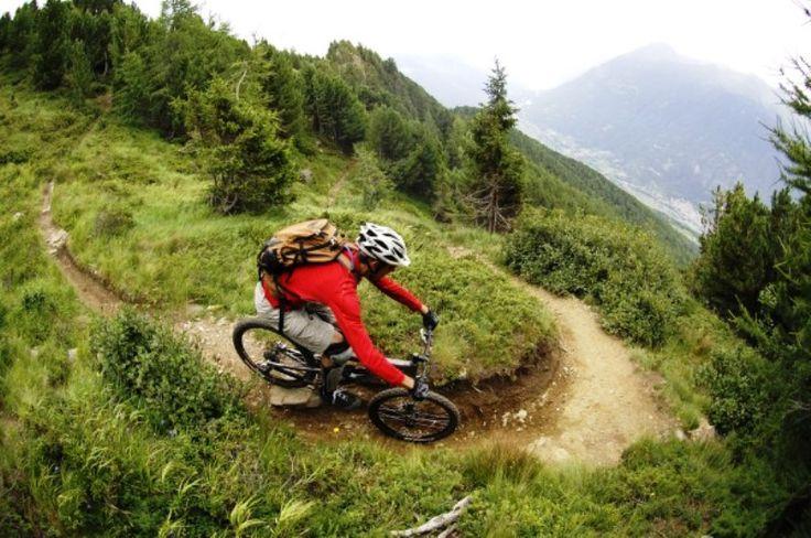 Sentiero Tornantissima: dal Monte Varadega a Grosio → 10,7 km ↓1852 m  #mountainbike #valtellina #downhill