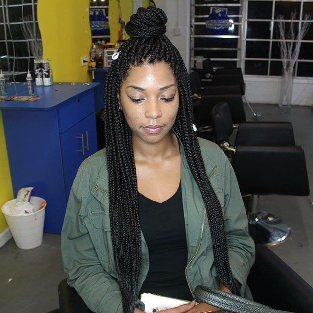 Waist length box braids slayed by @divadollhairbraiding 👈🏽 check pricing and booking via link in bio ‼️🤗 COME ON IN....We Go Braid Crazy ‼️ 🤗 Braid Bar Crew Slays 😉 💥💥 OPEN 7 DAYS A WEEK! 🌟WALK INS WELCOMED🌟 -------------------------------------------------- #braids #small #clean #neat #simpledesign #2iversons #Quality #protectivestyles #braidstyles #braidcreativity #best #bestbraider #betterbraider #atl #atlanta #atlhair #atlbraider #atlantabraids #atlantabraider #atlantahair…