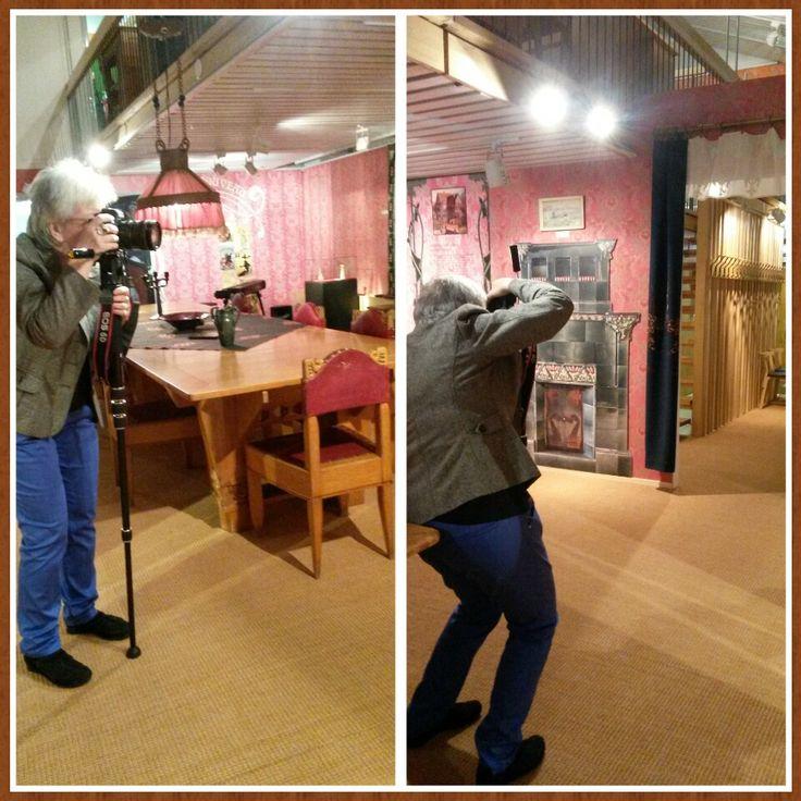 Nina dokumenterar Jugendutställningen. #ektamuseumcenter #Jugend #Museum