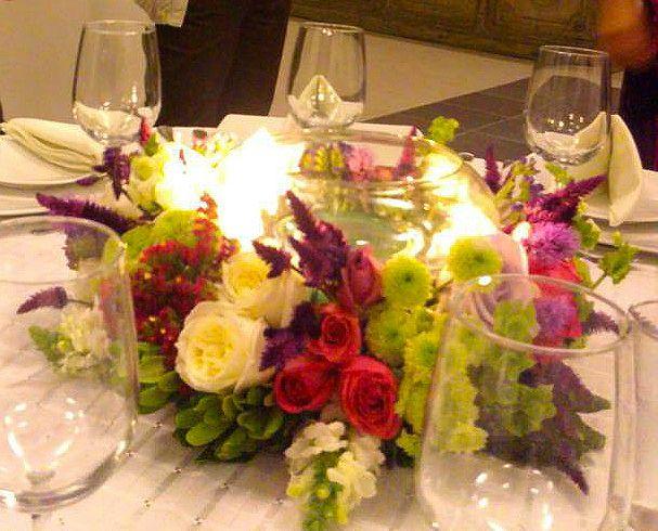 Centro de mesa con pecera y velas flotantes cosas que - Centros de mesa con velas ...