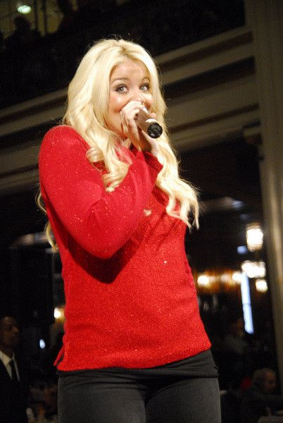 Lauren Alaina Sang At The Macyu0027s Great Tree Lighting At Macyu0027s In Chicago    November 2013 Macyu0027s Walnut Room Chicago, IL, USA