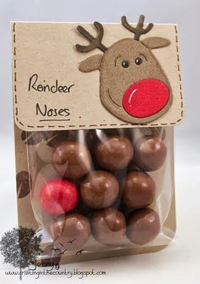 Easy Christmas Treat that makes adorable Christmas gifts for kids, friends, or neighbors.. I love the reindeer gift tags...so cute