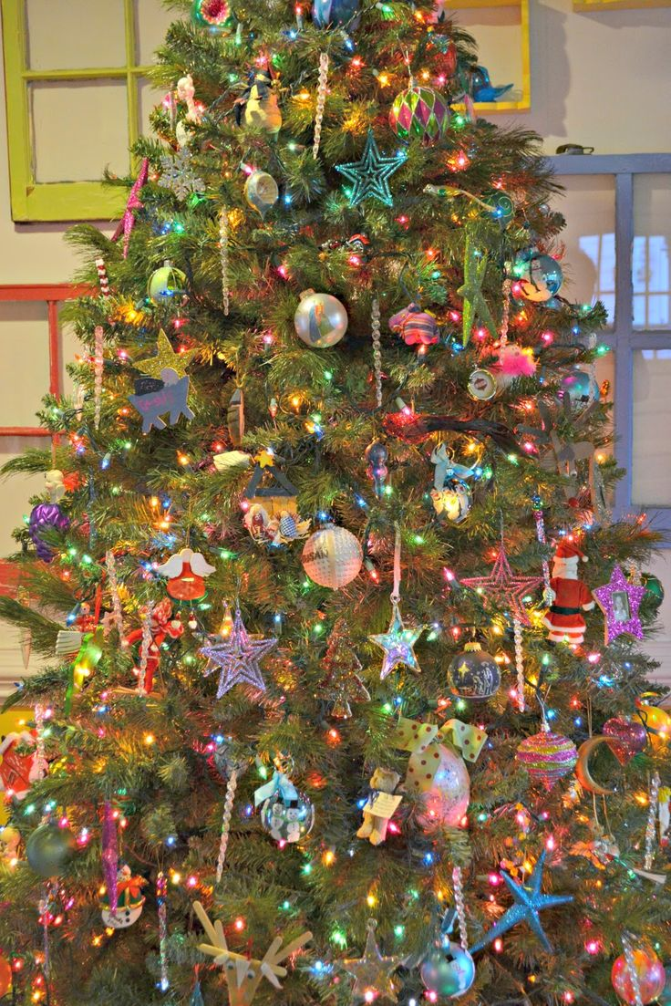 Christmas tree decoration ideas for kids - The Intentional Home How To Have A Pretty Christmas Tree Even When The Kids Decorate