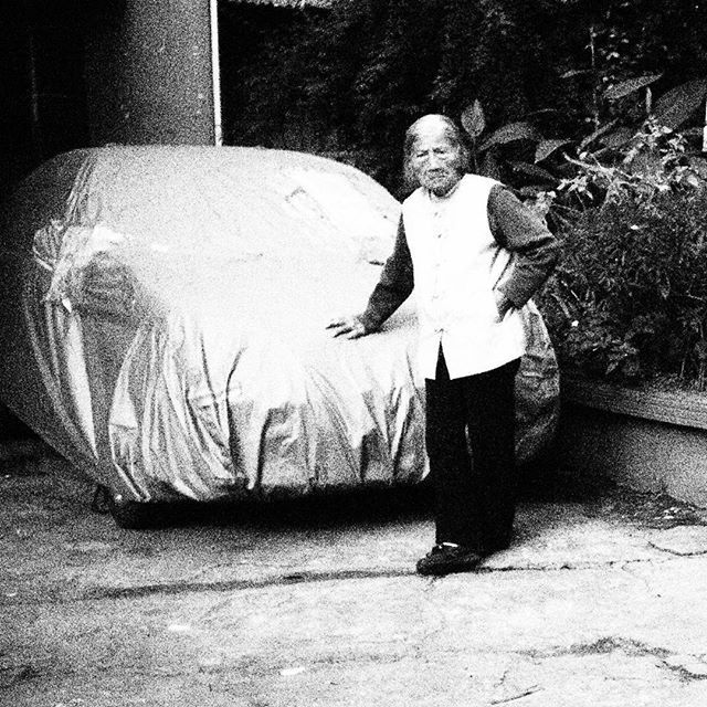 #RicordiCinesi di #CronacheCinesi a #Kunming#Yunnan #China #myphoto #streetphotography #picoftheday #life #old #cars #walkingaround #GoEast #chinesechronicles #blackandwhite #olympus #portrait #gangsta #attitude #tough #olympuspen #lenscap #ep1 #Insta_China
