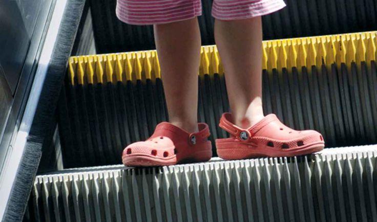Crocs y escaleras electricas…