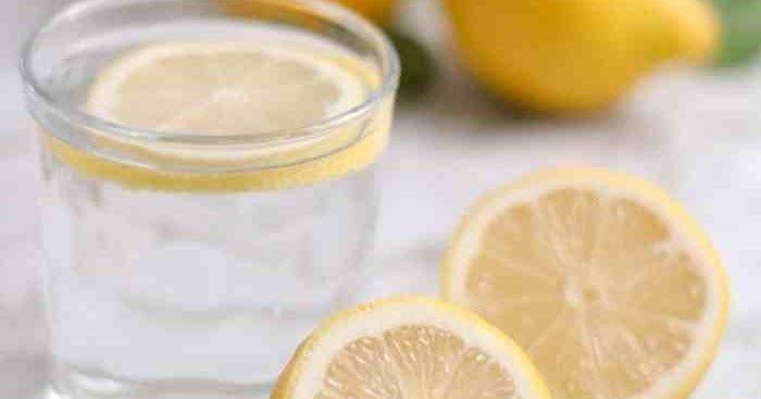 هل يجوز للحامل شرب ماء الليمون هل شرب ماء الليمون أثناء الحمل سيئا لسبب محدد يجعل المرأة How To Boost Your Immune System Lemon Benefits Healthy Morning Routine