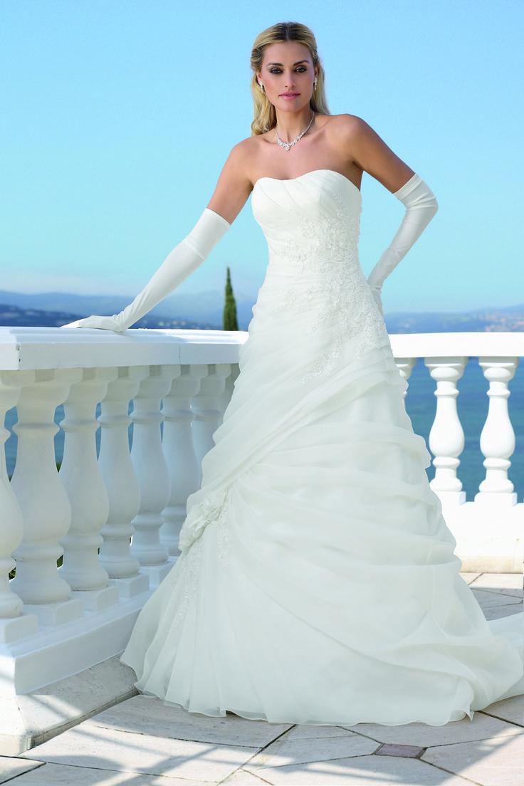 17 best Ladybird images on Pinterest | Wedding frocks, Short wedding ...