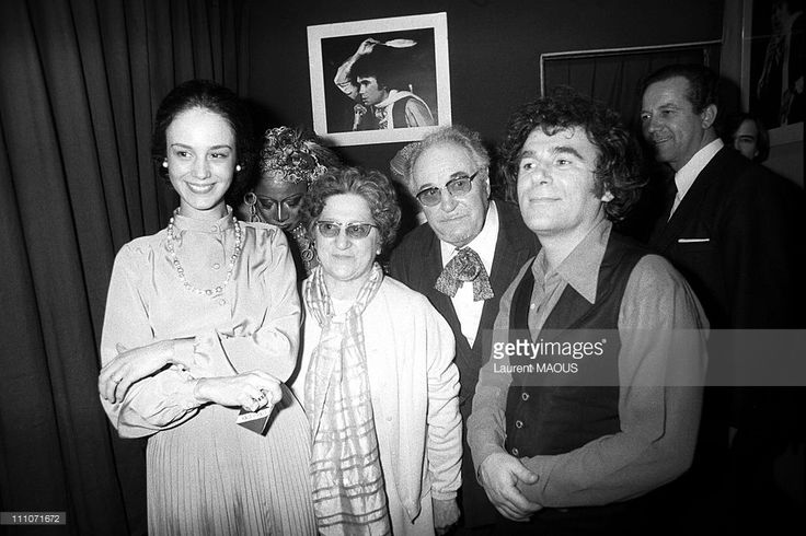 With his parents and his wife Marcia, singer Claude Nougaro returned to the Olympia, accompanied by his loyal pianist Maurice Vander and a small group of musicians Nougaro's show included two brand new songs 'Victor' and 'Plume d'Ange' in Paris, France on February 25, 1977.