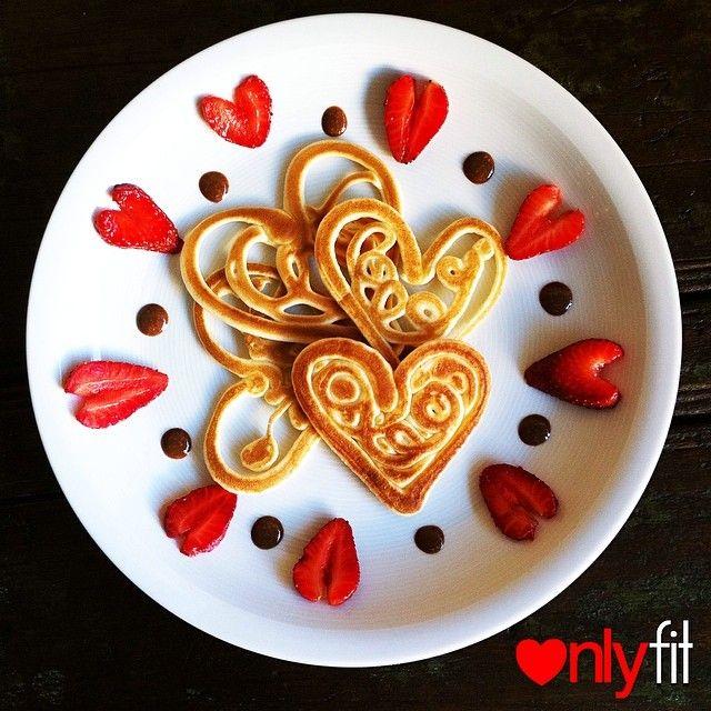 Con poquísimos ingredientes puedes preparar estas originales panquecas con fresa y nuestras cremas . Despierta a tus seres queridos, a tu pareja, a tus niños, a tu mamá, a tu papá y sorpréndelos con #algodistinto