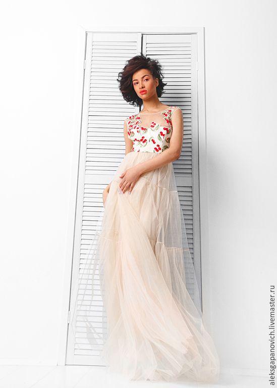 Купить или заказать Вишневое платье в пол в интернет-магазине на Ярмарке Мастеров. Очень красивое, нежное ,длинное платье цвета нюд на вечерние события летом. Юбка из трех ярусов,последний расширяется на 9 метров. Платье на подкладе из вискозы. Лиф по фигуре из хлопка с фатиновыми кокетками по переду и спинке. Застежка по центру спинки на потайную молнию. Прозрачные участк…