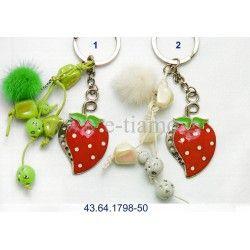 Διακοσμητικό Μεταλλικό Μπρελόκ Φράουλα με Στρας και Χάντρες