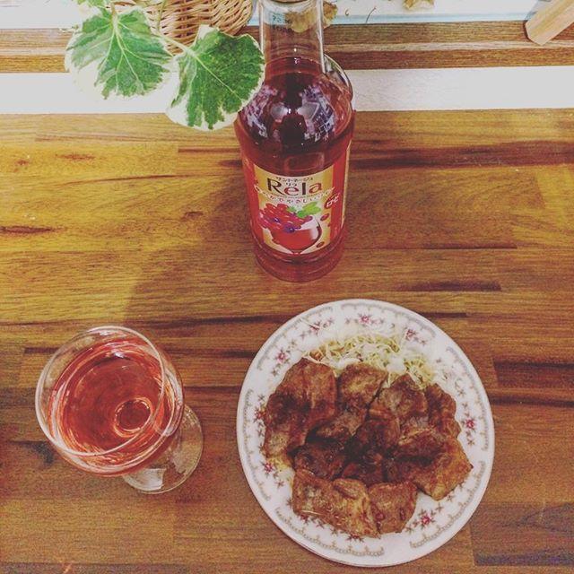 . 「まれによくある」という言葉は正直おかしいと思う。 . Rela 爽やかでやさしいワイン ロゼ 720ml . #サントネージュワイン #rela #リラ  #酒 #お酒 #ワイン #ロゼ #ロゼワイン #wine #rose #rosewine #酒好き #お酒好き #アルコール #alcohol #晩酌 #晩酌タイム #1人飲み #一人飲み #家飲み #宅飲み #肉 #おつまみ #一品料理 #insakegram #insakegramワイン