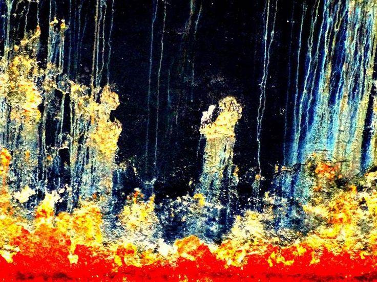 Na pierwszy rzut oka wydaje się, że to obraz. Niektórzy widzą aniołka, inni ognie piekielne… Tymczasem sfotografowałem kawałek burty kutra cumującego w kanale w norweskim Trondheim. Foto: Przemek Saracen Podobne