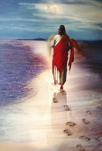 {HUELLAS EN LA ARENA} Una noche un hombre tenía un sueño. Él soñaba que recorría la playa con el SEÑOR. A través del cielo pasaban las escenas de su vida. Para cada escena, él notó que se marcaban Dos pares de huellas en la arena; Un par le pertenecían a el, y el otro par pertenecían al SEÑOR. A medida que las escenas pasadas de su vida Desfilaban ante él, Volteaba la mirada hacia las huellas en la arena, Y noto que muchas veces, A lo largo del recorrido por la playa, En la arena solo veía…