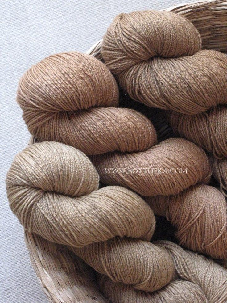 vegetable dyeing, walnut's black rind , merino, wool, yarn http://bottheka.com/en/juglans-crusta-negra