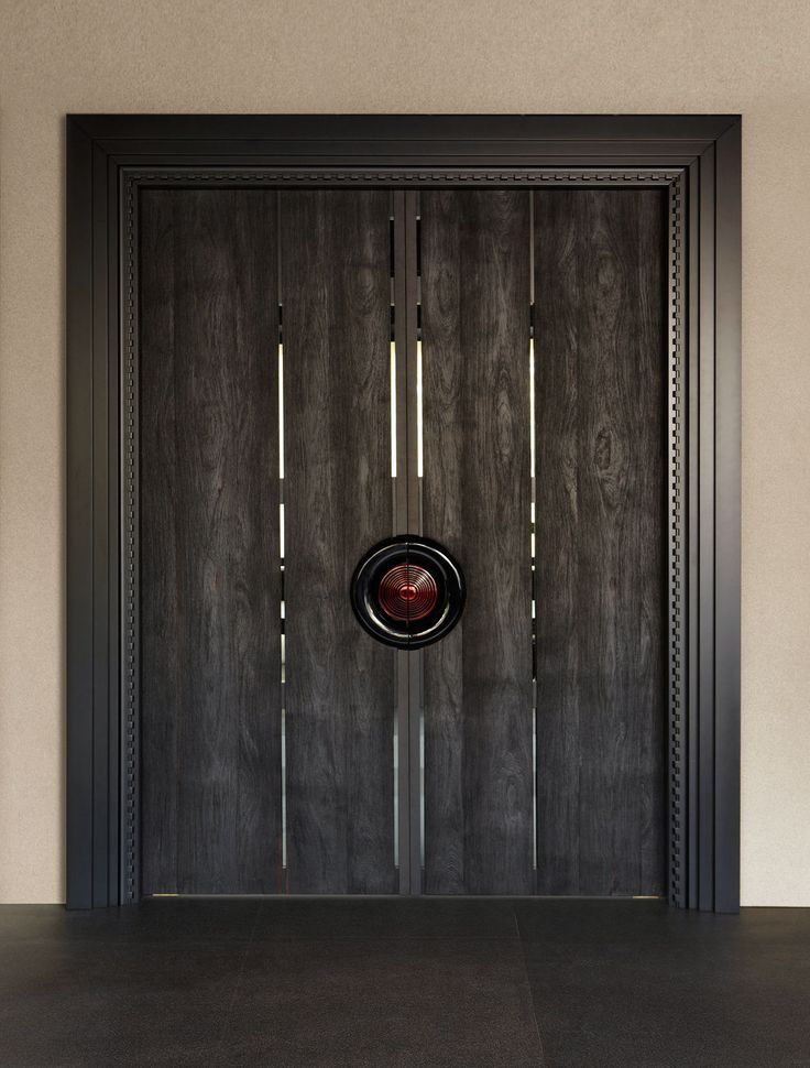 Door made from pleasantly weathered planks benefits from the contrast of a sleek surround and glossy modern handle.