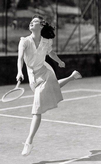 Ella tener ganas de jugar el tenis.