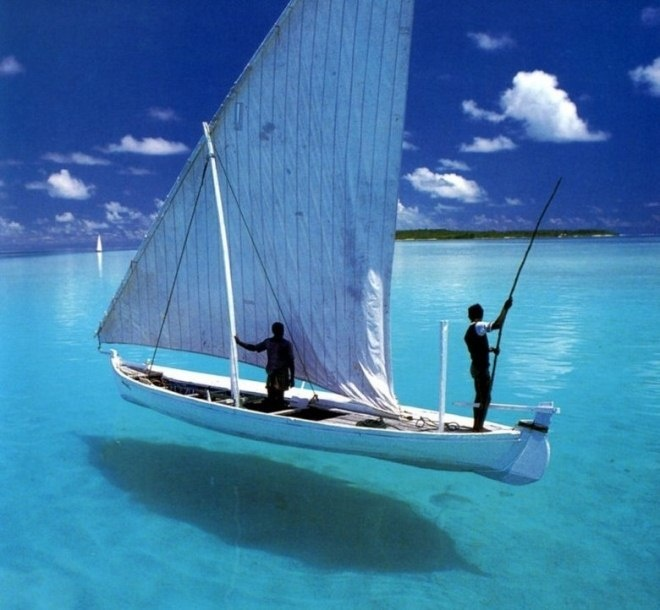 6 Amazing Photos of the Hovering Boat Optical Illusion