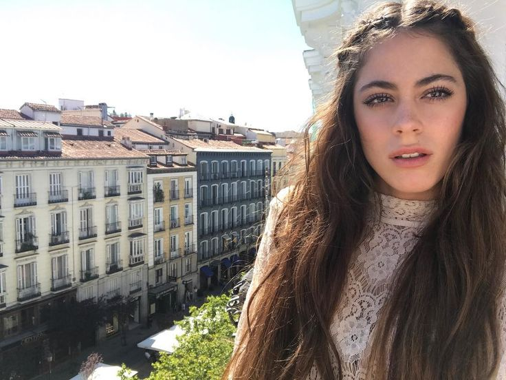 """Tini Stoessel (@tinitastoessel) en Instagram: """"Madrid ❤️🇪🇸 llego el gran día! Hoy #TodoEsPosible en el Teatro Real! ❤️ Madrid ❤️🇪🇸 today is the…"""""""