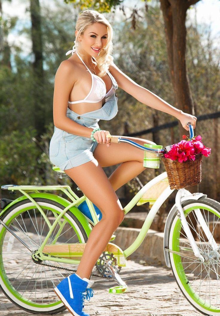 Resultado de imagem para Khloe Terae de bike