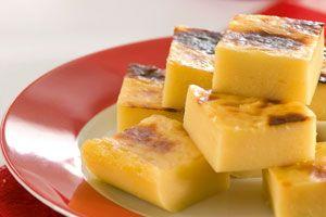 Tamal de maicena   Sabores en Linea  - 1 1/2 C Cornstarch  - 1 C Sugar  - 3/4 C grated queso campesino  - 1/4 C Butter  - 2 C Milk  - 1 C Sour Cream  - 1 C Water  - 1/2 tsp Salt  - 1 tsp Vanilla
