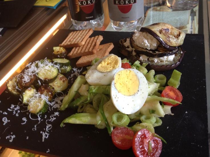 #lunch@KOKO Melanzane grigliate con mousse di caprino, insalta di sedano e pomodori e zucchine trifolate