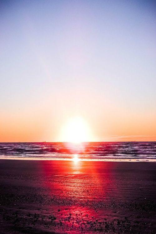 gl0vving:  Romantic Summer || NovaHeroi