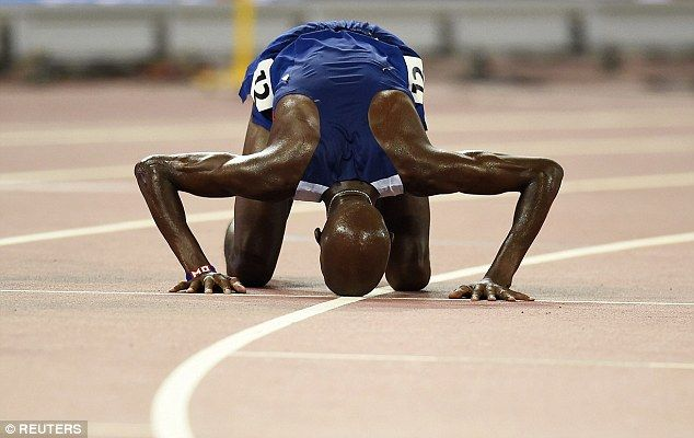 Mo Farah kisses the ground after his win in Beijing